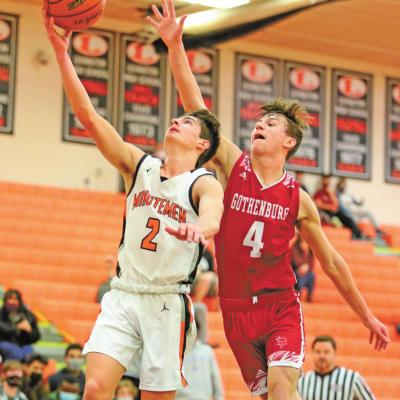 Gothenburg Hoopsters Battle Minutemen in Overtime Showdown